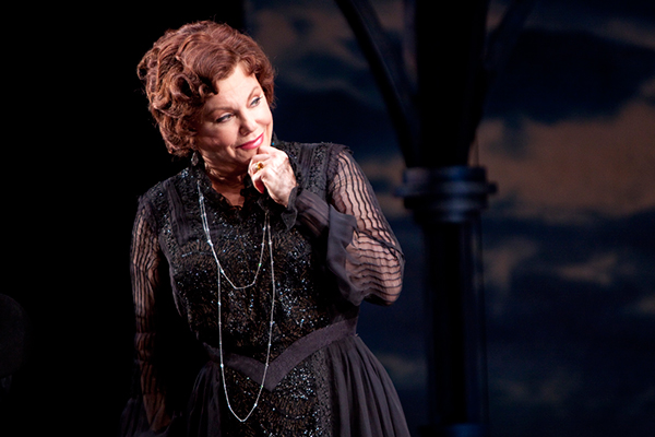 a review of the play alls well that ends well at the chicago shakespeare theater Welcome to the guthrie theater located at 818 south 2nd street in minneapolis, minnesota see what's playing, buy tickets, become a subscriber or make a donation today.